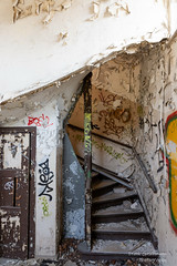 Lost Place (Frank Guschmann) Tags: berlin lostplace staircase stairwell escaliers stairs stufen steps frankguschmann nikond7100 d7100 nikon abandoned