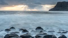 Talisker Bay, Isle of Skye, Scotland (Stefan Giese) Tags: nikon d750 taliskerbay bucht isleofskye skye rock rockybeach longexposure steine strand