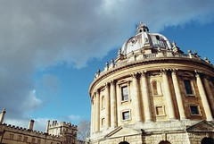 Radlciffe Camera (cycle.nut66) Tags: film kodak colr plus 200 analogue scan tamron 2825 olympus om2 sky clouds bright light sunlight 2019 classic radcliffe camera dome sandstone old building oxford colleges university windows roof shadow