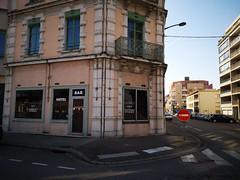 Pourtant y a un manque d' hotellerie ! (laphotoduxix) Tags: drome 26 façade commerce ancien désertification travaux