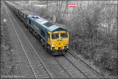 Freightliner 66565 (Mike McNiven) Tags: coloursplash green yellow red railway rail tracks train loco locomotive diesel runcorn follylane northenden refuse binliner bintrain waste colourpop splash pop colour