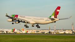 Airbus A340-300 I CS-TOA I TAP Air Portugal (Gustavo H. Braga) Tags: tapairportugal aviation airplanes airport aviação aviacao aviao aeronaves aeroporto airbus a340 landing lisbon portugal