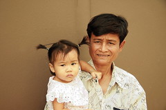 grandfather with grandchild (the foreign photographer - ฝรั่งถ่) Tags: grandpa grandfather baby child girl khlong thanon portraits bangkhen bangkok thailand canon
