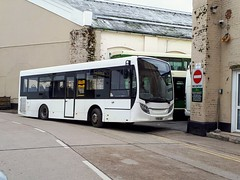 YY15GDK (PD3.) Tags: adl enviro 200 yy15gdk yy15 gdk xela xelabus eastleigh hampshire england uk bus buses psv pcv barton park hants