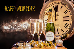 HAPPY NEW YEAR (Yvonne Alderson) Tags: new year newyearseve celebrate 2019 midnight clock fireworks champagne yvonne yvonnealderson alderson start