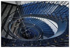 Down (frodul) Tags: treppe stufe geländer blau treppenhaus stairway step treppenaufgang innenansicht gestaltung konstruktion kurve linie staircase stairrail deutschland rund architektur