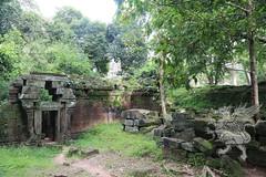 Angkor_Phimeanakas_2014_10