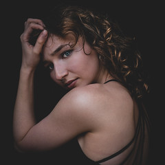 DENS2676-5 (YouOnFoto) Tags: girl beauty dancer portfolio colour color kleur mood moody intens props chinese curly krullen portret portrait hands handen