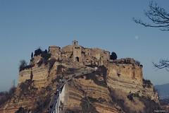 Civita di Bagnoregio (clauspap) Tags: borgo luna moon lacittàchemuore canon24105f3456 canon italy lazio civitadibagnoregio