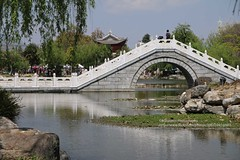 Xizhou, bridge (blauepics) Tags: china chinese chinesisch yunnan province provinz dali xizhou city stadt architecture architektur buildings gebäude lake see water wasser bridge brücke
