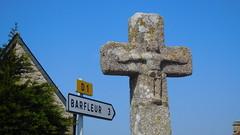 DSCN6154 Rue de Landemer, Montfarville (Manche) (Thomas The Baguette) Tags: barfleur montfarville valdesaire rape colza cotentin manche lamanche lemoulard lasambiere calvaire oratoire crabec moulin