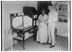 [Jack] Dempsey (LOC) (The Library of Congress) Tags: libraryofcongress dc:identifier=httphdllocgovlocpnpggbain32445 jackdempsey dempsey boxing boxer kitchen stove oven