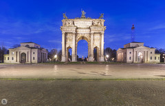 Arco della Pace [IT] (ta92310) Tags: travel europe italie italia italy lombardia lombardie milan milano winter 2019 bluehour longexposure duomo cathedral catholic catholique place alone architecture arc arco porte simplon pace parc parque sempione