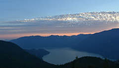 Sunset In The Mountains - 8 (Average Photographer 1992) Tags: landscapephotography landscapes landscape nikon nikonphotography nikonphotographer nikonuser nikonphoto nikond7200 nature naturephotography mountain mountains squamish seatoskygondola britishcolumbia britishcolumbiacanada canada tree trees august august2018 earth mountainrange mountainranges mountainscape scapes summer summer2018 vacation photography thechief skypilot sunset sunsets sunsetphotography