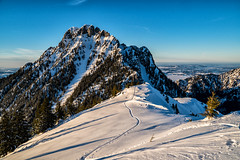Säuling mit Aufstiegsspur (stefangruber82) Tags: winter alps alpen tirol tyrol snow schnee sonne spuren tracks