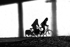 Cycling to ... (jaume zamorano) Tags: cycling bike blackandwhite blancoynegro blackwhite blackandwhitephotography blackandwhitephoto bw catalunya d5500 gente people lleida monochrome monocromo muro wall nikon noiretblanc nikonistas pov street streetphotography streetphoto streetphotoblackandwhite streetphotograph urban urbana cyclist z
