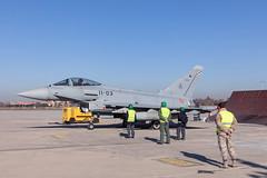 Primer Eurofighter Tranche 1 actualizado (Ejército del Aire Ministerio de Defensa España) Tags: eurofighter typhoon claex centrologísticodearmamentoyexperimentación airbus baseaérea getafe aviación militar military aviation caza jet fighter mecánicos armeros aire cielo