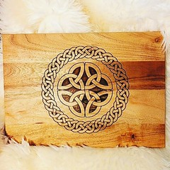 Celtic Knot Engraved Wooden Chopping Board by Retrosheep.com #celtic #celticknot #pagan #Retrosheep #ChoppingBoard #Engraved #kitchen #tableware https://ift.tt/2Od5iGZ (RetrosheepCharms) Tags: retrosheep handmade gifts deals giftideas