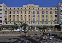 Le Royal - Nice (hervétherry) Tags: france provencealpescôtedazur alpesmaritimes nice canon eos 7d efs 1022 promenade anglais front mer hotel royal moto
