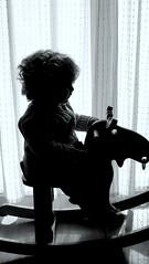 Enfance (afaribault) Tags: bébé silhouette contre jour renne bascule
