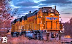 1/2 UP 818(GP38-2) and 793(GP38-2) (KansasScanner) Tags: iowafalls iowa up train railroad sunset sunrise
