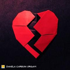 Il giorno di San Valentino è finito. ---------------------------------------- Valentine's day is over.  #origami #cartapiegata #paperfolding #papiroflexia  #paper #paperart #createdandfolded #originaldesign  #danielacarboniorigami #cuorespezzato #brokenhe (Nocciola_) Tags: valentineday cuorespezzato paperart cartapiegata createdandfolded papiroflexia paperfolding sanvalentino originaldesign danielacarboniorigami paper brokenheart origami