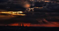 (053/19) Siluetas (Pablo Arias) Tags: pabloarias photoshop ps capturendx españa photomatix nubes cielo arquitectura rascacielos edificios atardecer ocaso cuatrotorresbusinessarea paracuellosdejarama madrid
