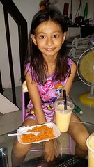having lunch (ghostgirl_Annver) Tags: asia asian girl annver teen preteen child kid daughter sister family lunch portrait