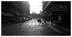 Cobblestone street (madras91) Tags: film kodak tx400 trix leicam2 leica m2 21mm voigtlandercolorskopar21mmf4 voigtländer street streetphotography paris backlight landscape cityscape blackandwhite bw nb noiretblanc