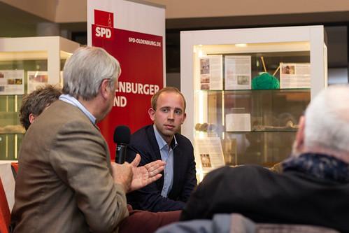 """Mit unserem ehemaligen Bundestagsabgeordneten und Oberbürgermeister Dietmar Schutz habe ich zum Thema """"Der Bundestag im Wandel der Zeit"""" diskutiert."""