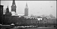 Snow-storm in Zurich(2) (Ioan BACIVAROV Photography) Tags: snowstorm zurich snow people winter hardwinter hiver iarna panorama city oldcity history