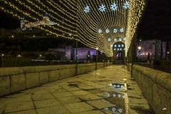 El corazón de la navidad (Toledo 2018 - II) (Juanjo RS) Tags: juanjors jrs toledo night navidad christmas castillalamancha españa spain puentedealcantara alcazardetoledo light amateur nikon nikond7100 street streetlight