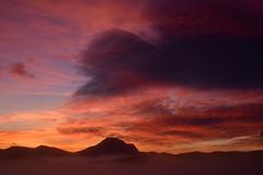 DSC_0764 (griecocathy) Tags: paysage lever soleil ciel montagne nuage brume noir orange rose jaune bleu rouge gris