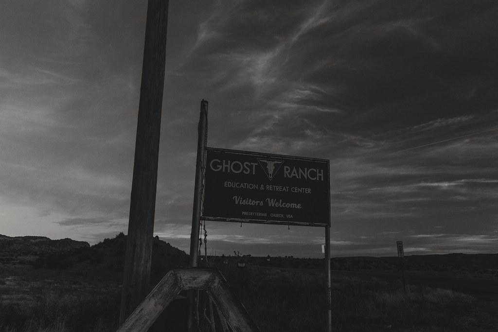 3833ed81a6 Ghost Ranch ([ raymond ]) Tags: abiquiu ghostranch newmexico desert  georgiaokeefe bnw blackandwhite