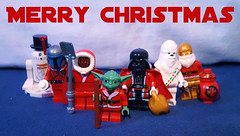 Merry Christmas (OB1 KnoB) Tags: lego star wars minifigure custom christmas santa holiday special r2d2 snowman jango fett darth dark maul vader vador yoda master maître chewbacca chewie c3po bb8 red advent calendar calendrier de lavant merry snow winter