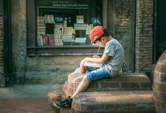 畫畫 (brave22222) Tags: 2470mmf28za kid child boy drawing doodle kaohsiung childphotography 駁二 大義c6倉庫 高雄