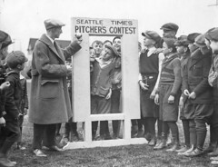 Ben Evans with Old Woody contest participants at Rogers Playfield, 1924 (Seattle Municipal Archives) Tags: seattlemunicipalarchives seattle baseball eastlake boys children kids 1920s