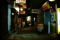2104/1847 (june1777) Tags: snap street seoul night light bokeh sony a7ii canon fd 55mm f12 1600 clear