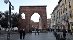 Milano (38) (pensivelaw1) Tags: italy milan statues trump starbucks romanruins thefinger trams cakes architecture