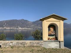 (Paolo Cozzarizza) Tags: italia lombardia brescia pisogne panorama acqua riflesso capitellovotivo muro erba piante fiori