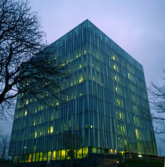 Aberdeen University Library 36 (Golux.) Tags: aberdeen scotland university library sirduncanrice tree trees blue sky reflection light glass