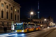 Mit dem TXL Unter die Linden (Hanselbln) Tags: bus txl berlin mitte unter den linden öpnv fahrzeug car tv tower fernsehturm dom mb mercedes benz citaro