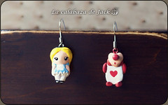 Alice in Wonderland Earrings - Disney (LaCalabazadeJack) Tags: earring pendientes jewelry joyería accessory accesorio polymer clay polyclay alice wonderland alicia maravillas disney fan art film movie cute kawaii geek handmade handcraft craft tutorial la calabaza de jack cristell justicia artesanía tienda online venta comprar shop