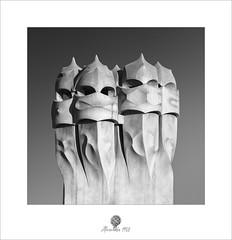 Los Vigilantes (alcachofa1960) Tags: barcelona paseodegracia casamila lapedrera antonigaudí modernismo tarde gaudi chimenea arquitectura