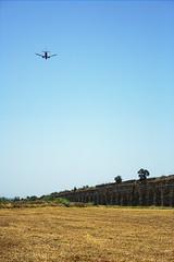 il cielo sopra l'acquedotto claudio (duegnazio) Tags: italia italy lazio roma rome duegnazio canon40d acquedotto aereo airplane parco park field campo sky cielo parcodegliacquedotti