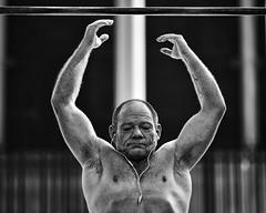 be strong, be strong now (gro57074@bigpond.net.au) Tags: bestrongbestrongnow strength core fit muscles strong streetphotography 2019 march darlingharbour cbd sydney outdoors exercise pullup man f14 105mmf14 artseries sigma d850 nikon monochrome monotone mono blackwhite bw guyclift