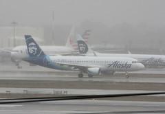 N855VA Airbus A320-214 Alaska Airlines (corkspotter / Paul Daly) Tags: n855va airbus a320214 a320 5179 l2j blkq abbbc7 vrd vx virgin america 2012 fwwdu 20120622 klax lax los angeles alaska airlines