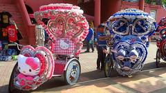 Mélaka et ses Tuc tucs incroyables (LILI 296...) Tags: melaka malaka tuctuc fête humour véhicule bike folklore