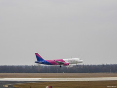 Wizz Air | Airbus A320-232 | HA-LWL (Márton Botond) Tags: wizz wizzair lowcost airplane plane flying landing airbus a320 a320200 a320232 bud budapestairport lisztferenc budapest hungary europa panasoniclumixdmclz20