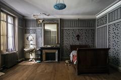 Bleuet. (LoquioR) Tags: manoir mansion house castle château chambre bedroom bed old abandoned abandonné decay exploration urbex urbaine